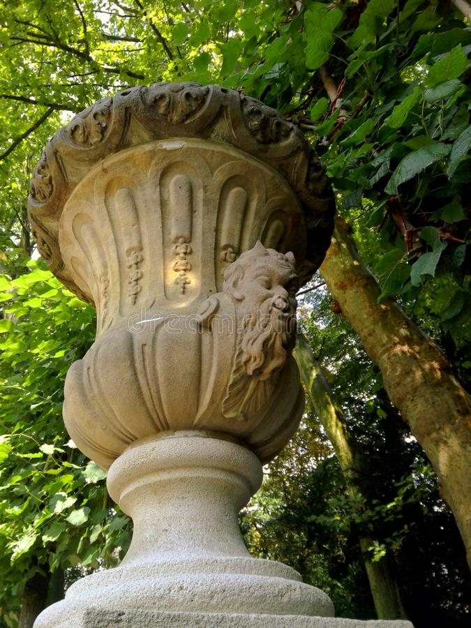 Скульптура чашки сатира стоковое фото rf