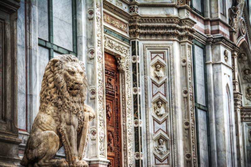 Скульптура льва в квадрате Santa Croce в Флоренсе стоковые изображения rf