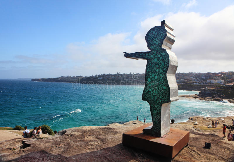 Скульптура экспонатом моря на Bondi Австралии стоковая фотография rf