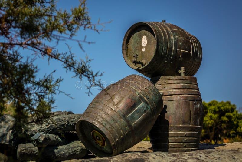 Скульптура 3 barrells стоковое фото rf