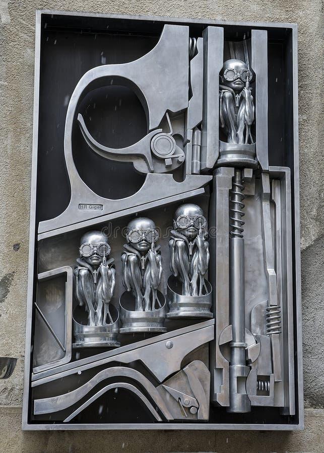Скульптура BirthMachine на фронте h r Музей Giger стоковая фотография