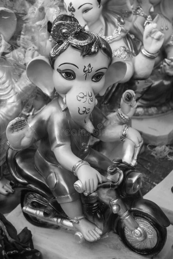 Скульптура Ganesha на мотоцикле стоковое фото