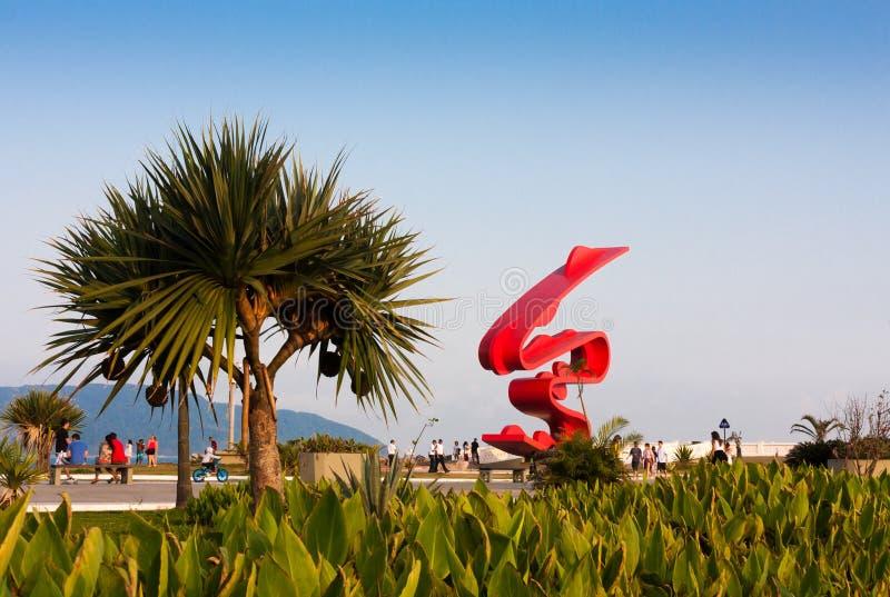 Скульптура Tomie Ohtake, Сантосом, Бразилией стоковое изображение