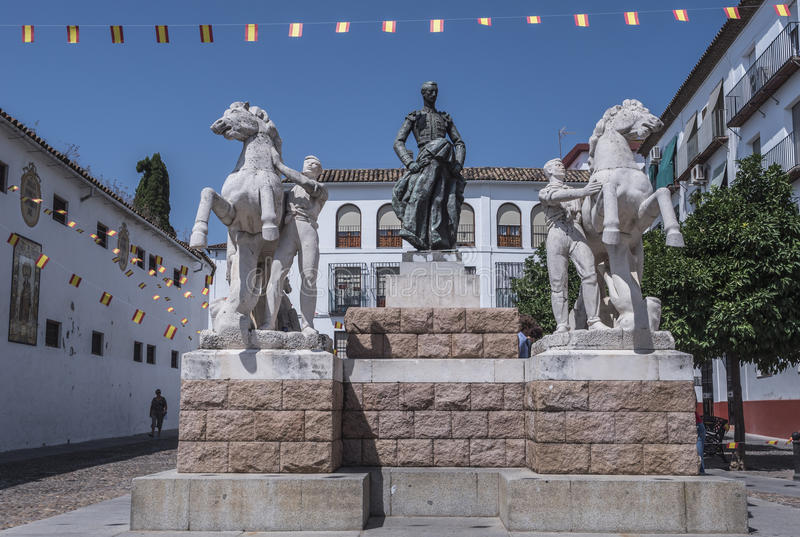 Скульптурный ансамбль предназначенный к bullfighter вызванному Manolete, ` Манюэля Родригеса `, Cordoba, Испанией стоковая фотография rf