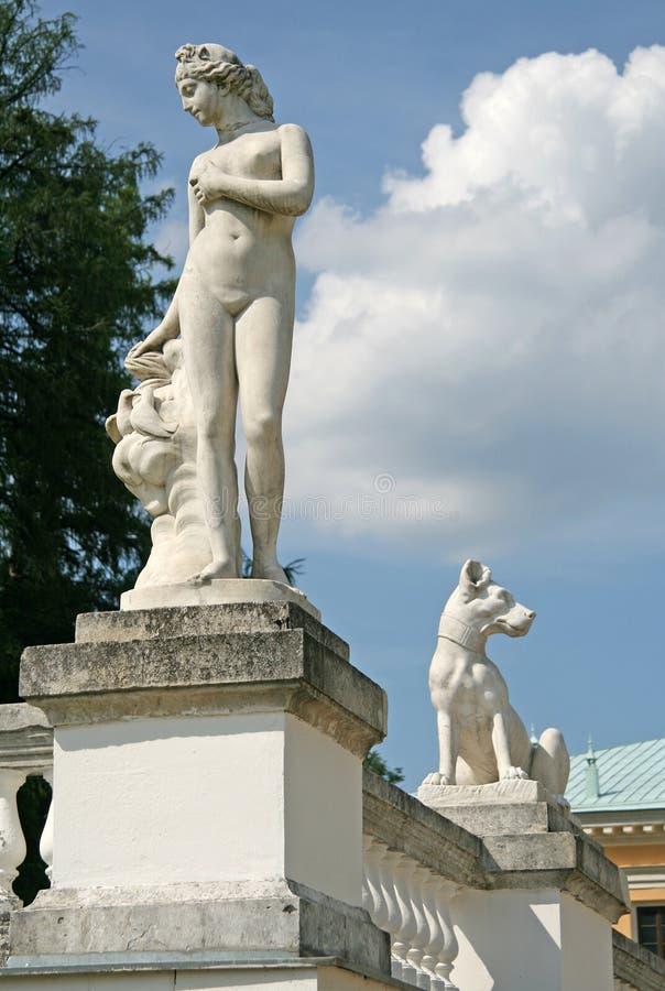 Скульптуры в Музе-имуществе Arkhangelskoye (XVIII веке) обнаружили местонахождение около 20 километры к западу от Москвы стоковое фото rf
