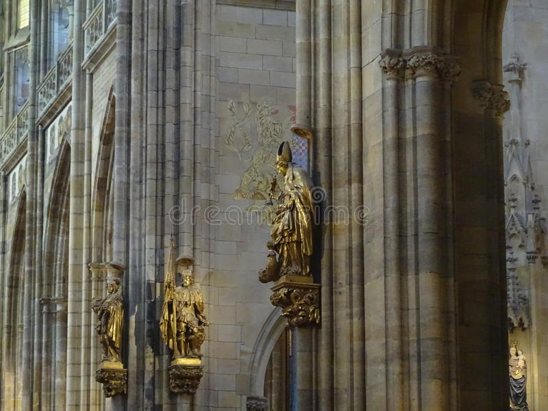 Скульптуры в церков стоковая фотография rf