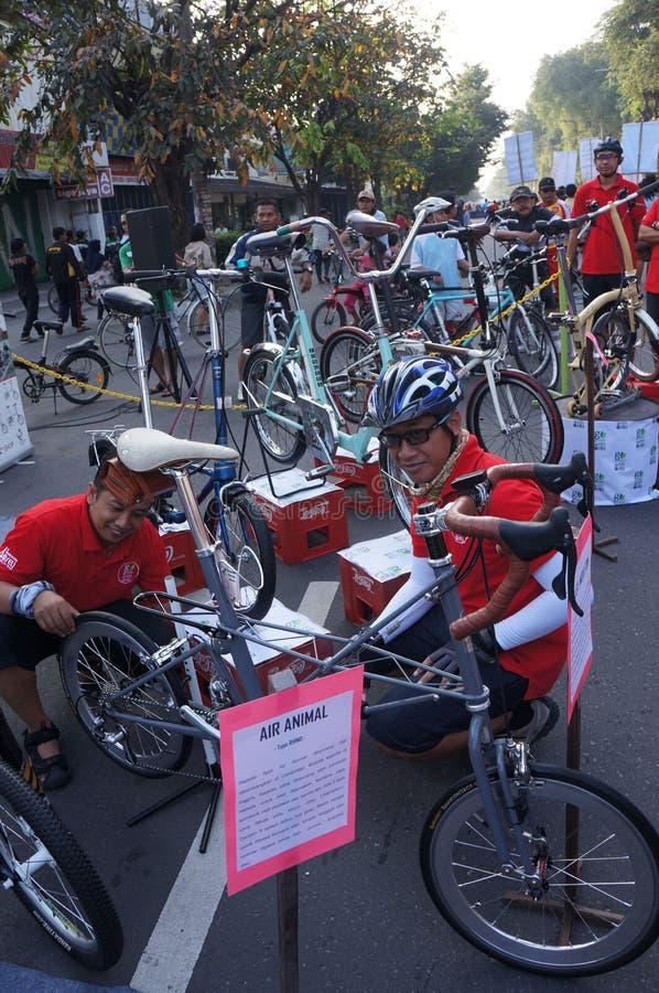 Download Складывая велосипед редакционное фотография. изображение насчитывающей сольно - 40588107