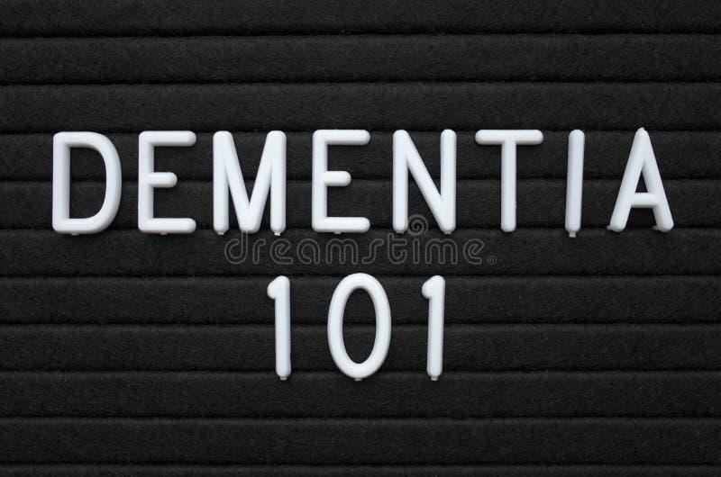 Слабоумие 101 слов на доске письма стоковые изображения