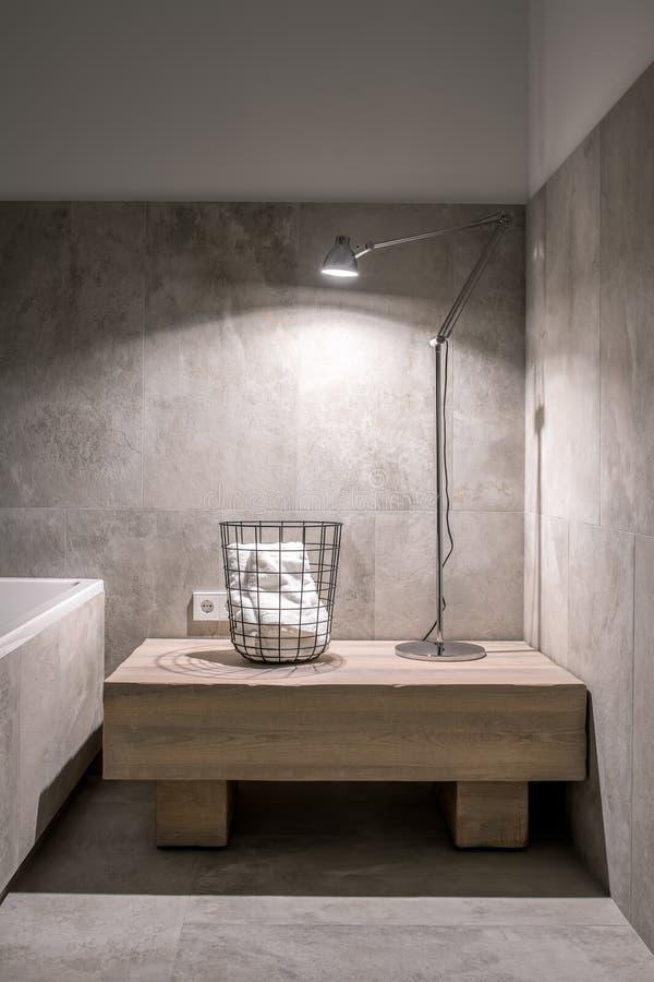 Славная ванная комната в современном стиле с различными стенами стоковое фото rf