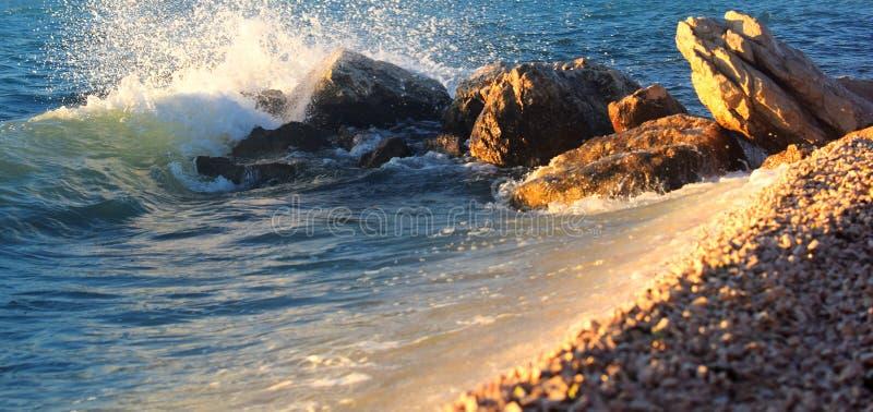 Славная деталь океанских волн на побережье стоковое изображение rf