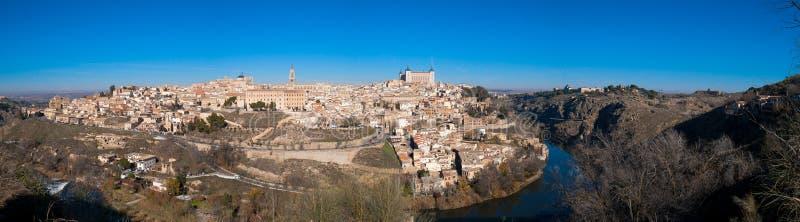 Славная панорама города Toledo на солнечный день со славным голубым небом стоковые фото
