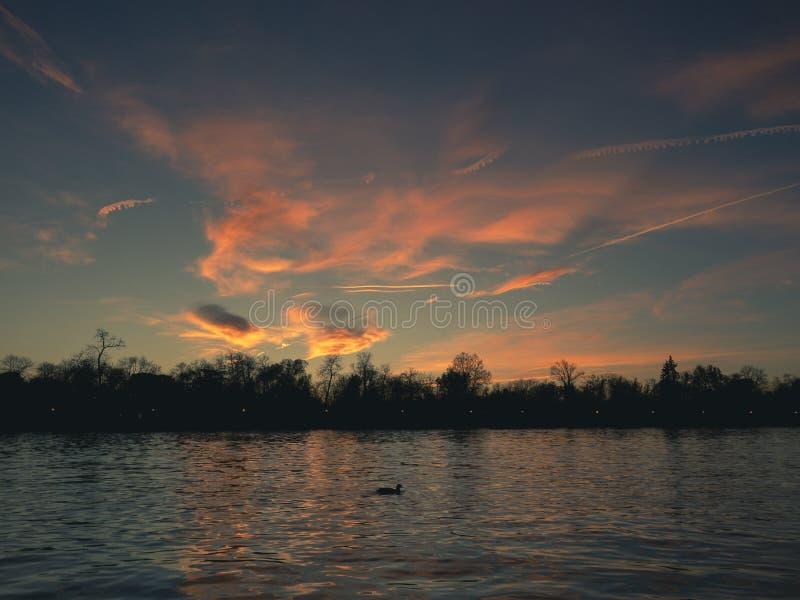 Славный заход солнца от высот города Мадрида стоковые изображения rf
