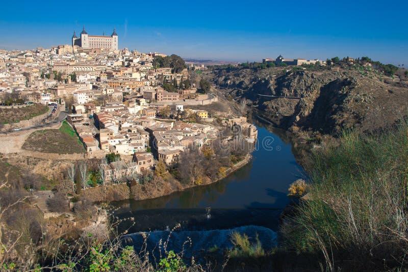 Славный ландшафт города Toledo на солнечный день со славным голубым небом стоковая фотография