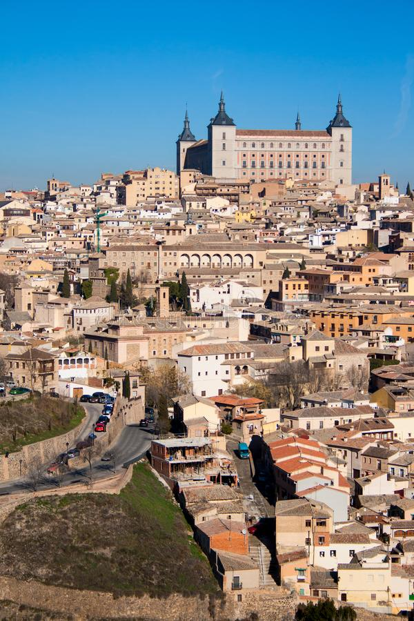 Славный ландшафт города Toledo на солнечный день со славным голубым небом стоковое фото rf