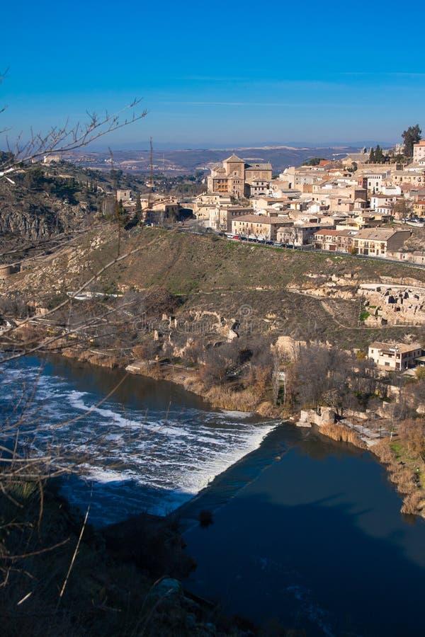 Славный ландшафт города Toledo на солнечный день со славным голубым небом стоковые фото