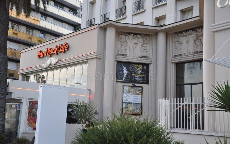 Славный, 5-ое сентября: Вход Hard Rock Cafe от известного бульвара des Anglais прогулки в Metropola славном стоковые изображения
