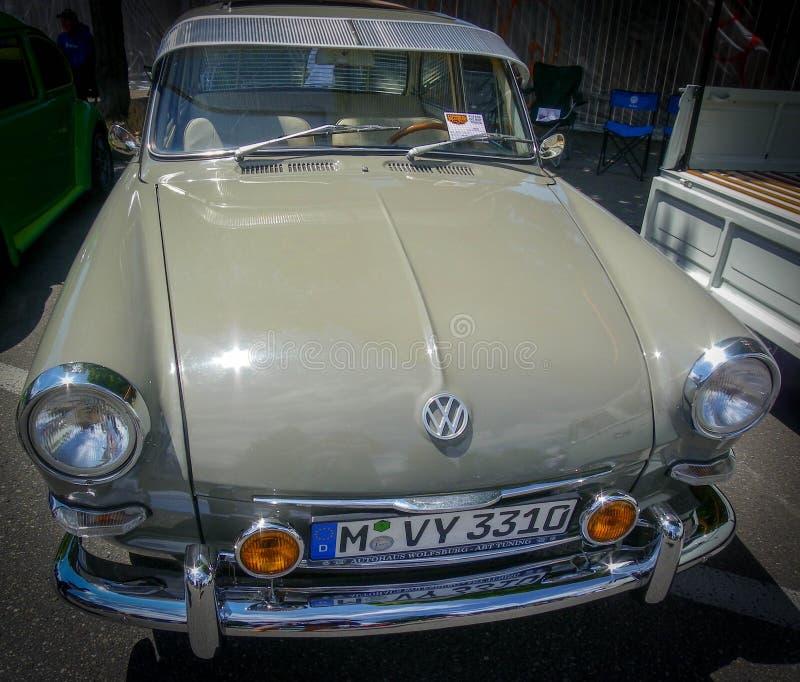 Славный старый автомобиль на выставке автомобиля стоковые изображения rf
