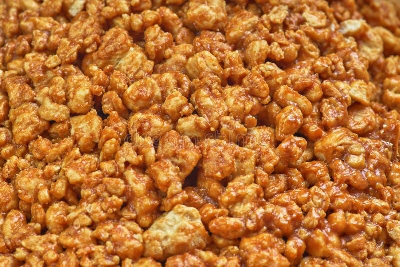 Сладкие предпосылка и текстура, попкорн карамельки, конец-вверх стоковые фотографии rf