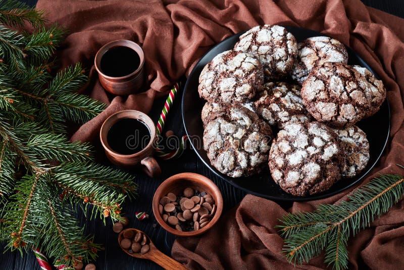 Сладкое печенье Crinkle шоколада рождества, взгляд сверху стоковая фотография rf