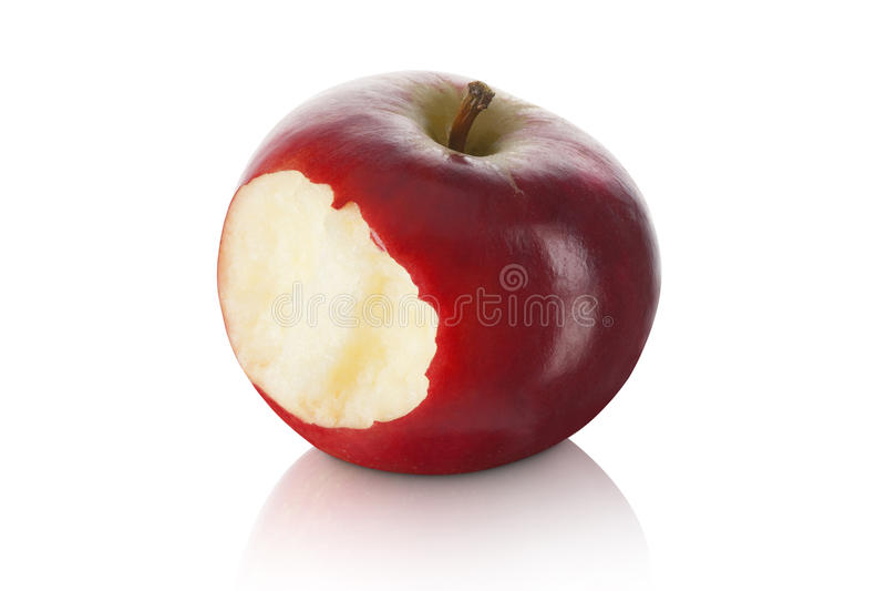 Сладостное и свежее красное яблоко при укус принятый вне стоковое изображение rf