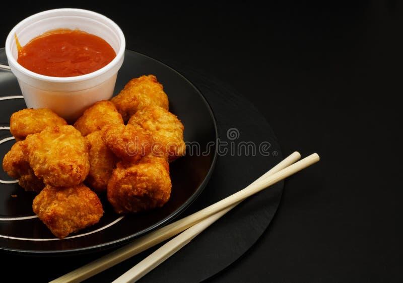 Сладостные и кислые шарики цыпленка стоковые фотографии rf