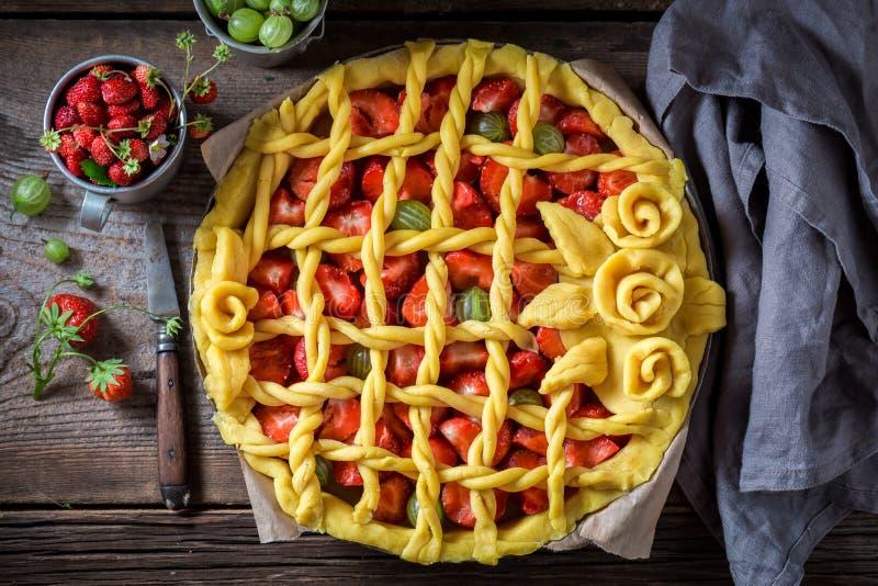 Сладостный и кислый пирог с ягодами стоковое фото