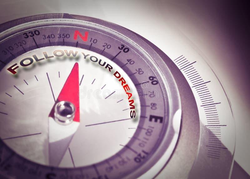 Следовать вашими мечтами - изображением концепции с навигационным компасом стоковые изображения