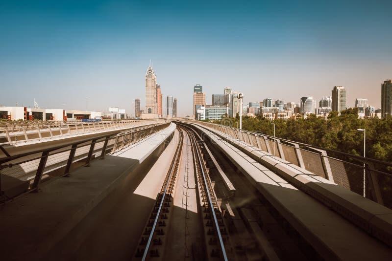 Следы метро в Дубай, ОАЭ стоковая фотография