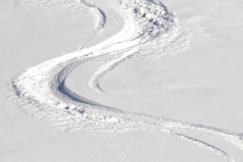 следы снежка лыжи стоковые изображения rf