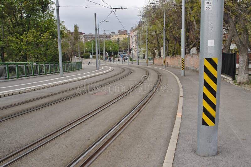 Следы трамвая в центре города стоковое фото rf
