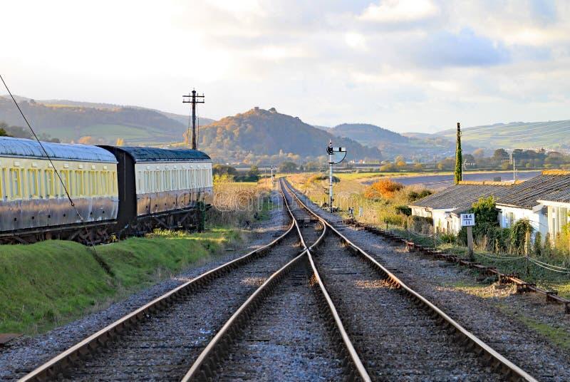 След и пункты в конце проходя петли на голубом анкере в Сомерсете Это часть западной железной дороги наследия Сомерсета, стоковые фотографии rf