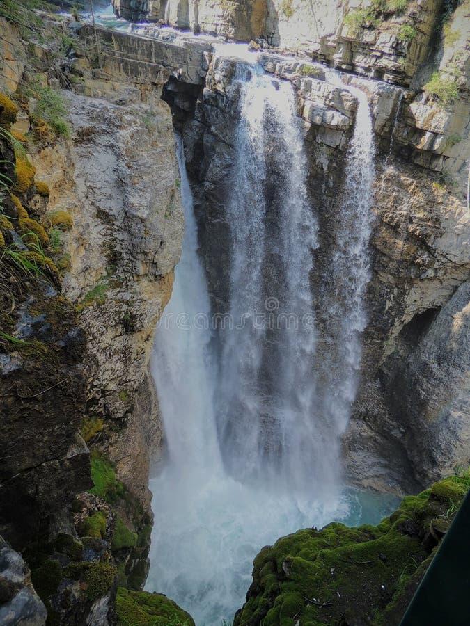 След каньона Johnston, верхний и более низко падения, национальный парк Banff, канадские скалистые горы, Альберта, Канада стоковые изображения rf