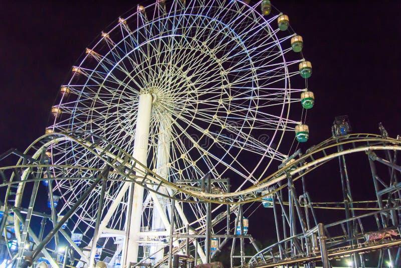 След колеса и русских горок Ferris стоковые фото