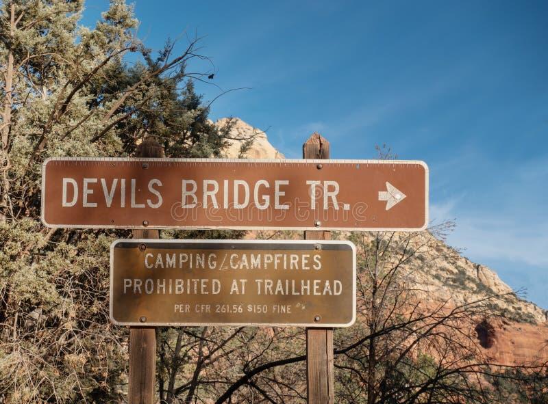 След моста дьявола, знак, Sedona, Аризона стоковое изображение