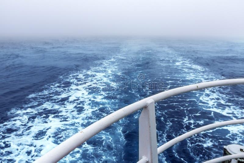 След на поверхности воды стоковая фотография rf