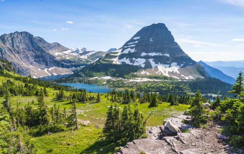 След пропуска Logan в национальном парке на солнечный день, Монтане ледника, u стоковые изображения