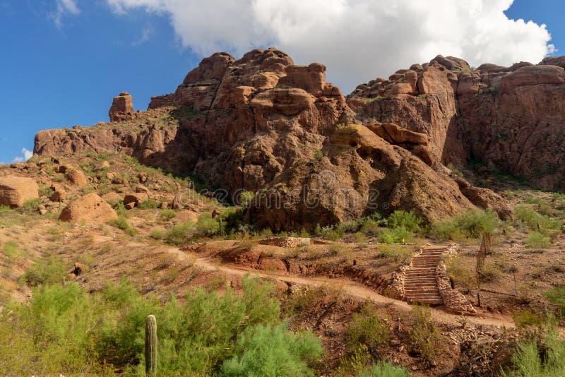 След рекреационной зоны каньона отголоска горы Camelback в Фениксе, стоковые изображения rf