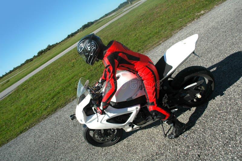 след motorcyclist участвуя в гонке стоковые фото