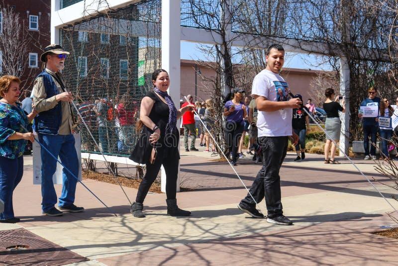 Слепые particiants в марте на наши жизни вновь собираются в Tulsa Оклахоме США 3 24 2018 стоковая фотография