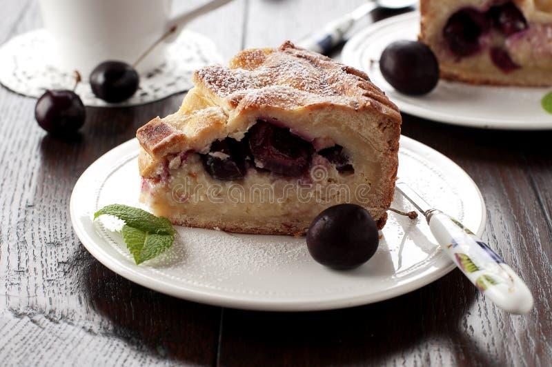 сливк вишни торта стоковое изображение