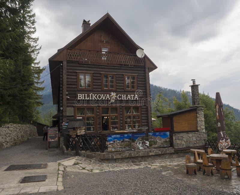 Словакия, высокая гора Tatra, Stary Smokovec, Hrebienok, 14-ое сентября 2018: Вид спереди на горном отеле Bilikova стоковые изображения rf