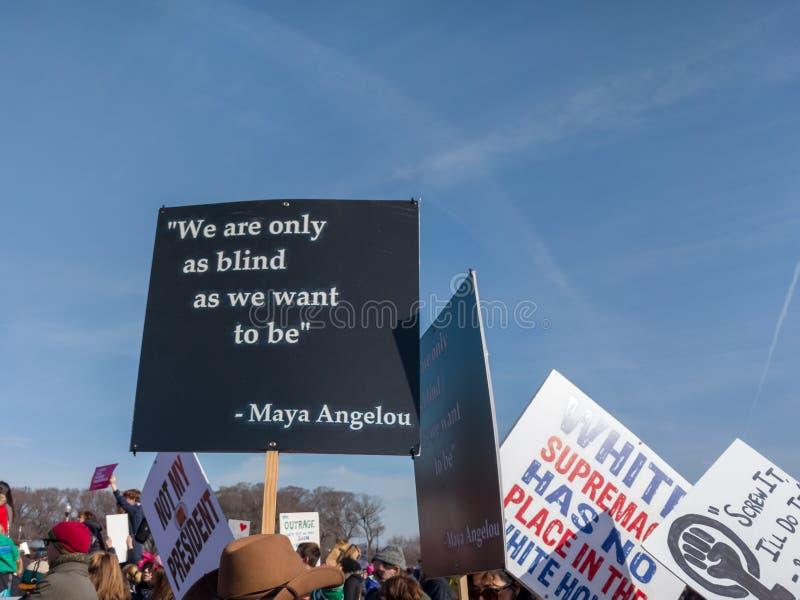 Слова Майя Angelou на ` s марте женщин стоковые изображения