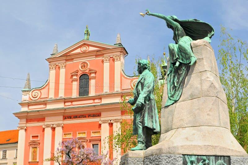 Словения, Любляна, Пресеренская площадь, Церковь Благовещения и Памятника Франции Пресерен, величайший поэт Словении, стоковое изображение rf