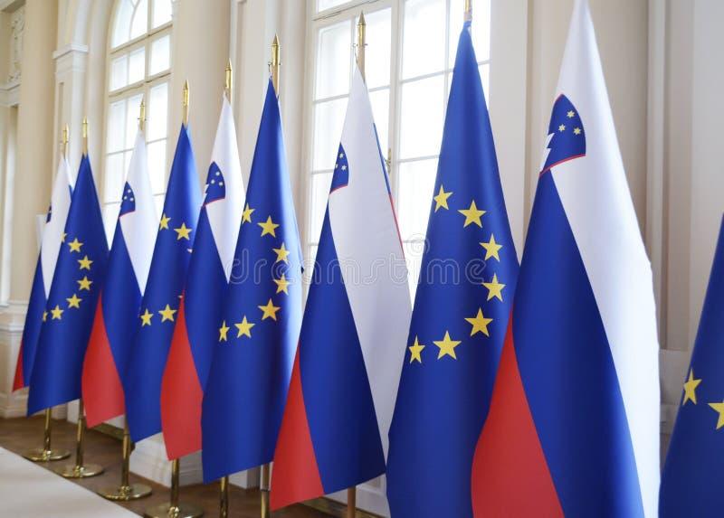 Словенские национальные флаги и европеец e. - флаги стоковое фото