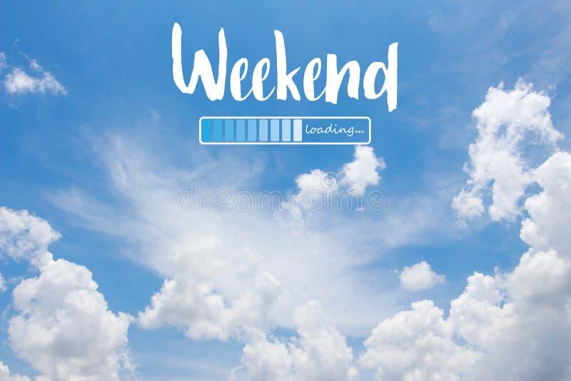Слово выходных нагружая на предпосылке голубого неба стоковые фотографии rf