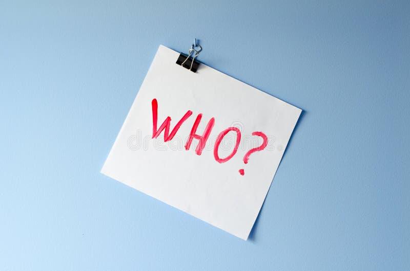 Слово кто? на листе белой бумаги стоковое изображение rf