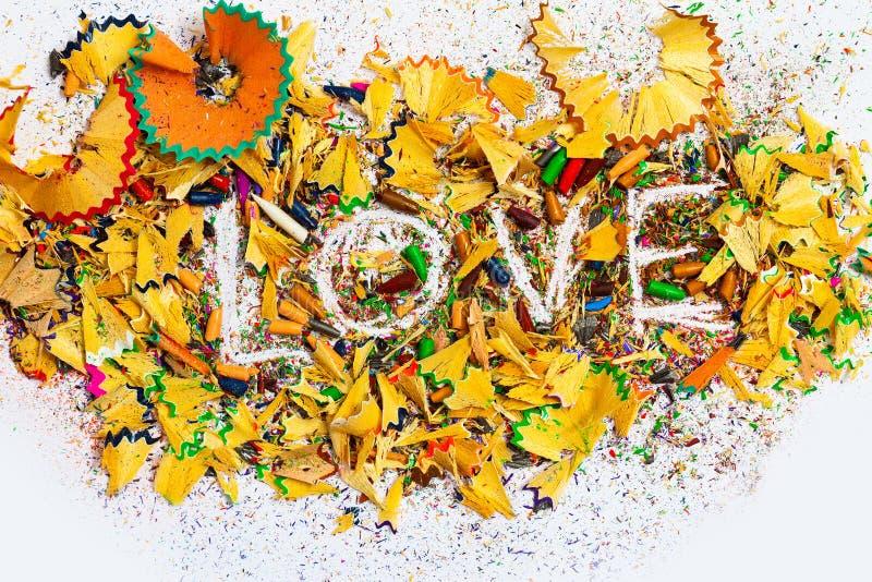 Слово 'Любовь' на цветных карандашах стоковое фото