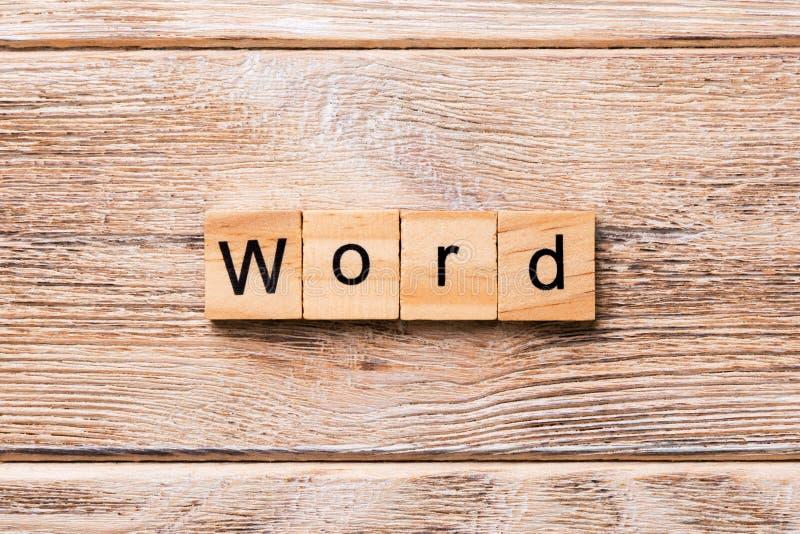 слово написанное на деревянном блоке Текст СЛОВА на деревянном столе для ваш desing, концепции стоковые изображения