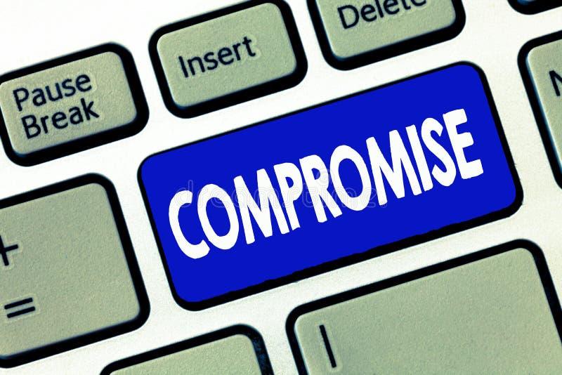 Слово писать компромисс текста Концепция дела для Come к согласованию взаимной уступкой дает показывает публично разоблачение стоковые изображения