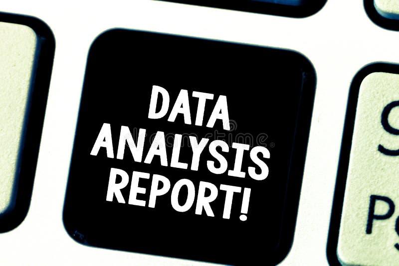 Слово писать отчет об анализа данных текста Концепция дела для информации о процессе оценивать клавишу на клавиатуре данных стоковое изображение rf